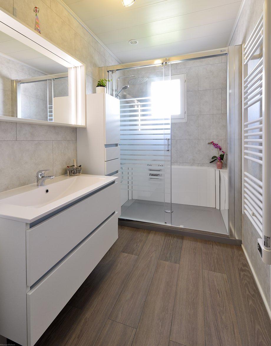 Salle de bain moderne après travaux