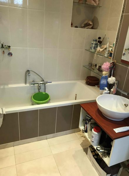 La salle de bain de Madame U. avant son relooking par Easy Shower
