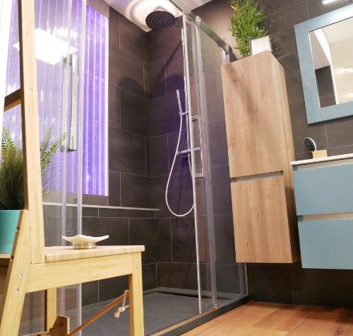 Détail d'une salle de bain réaménagée