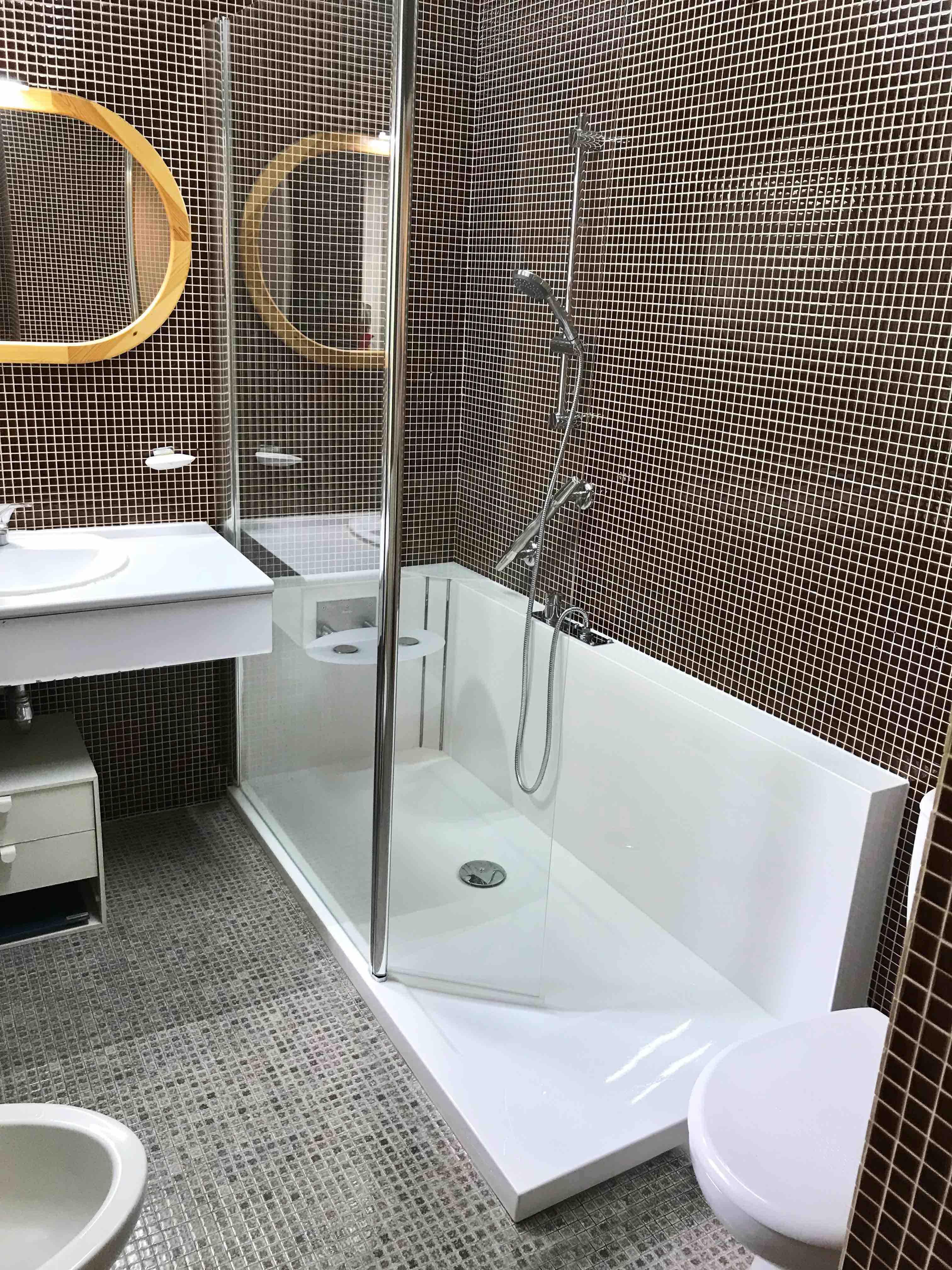 Photo après remplacement de baignoire par douche