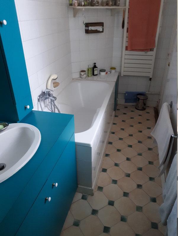 Photo de salle de bain avec ancienne baignoire