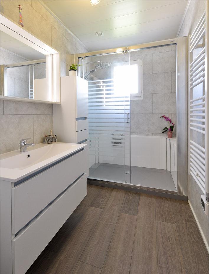 Photo de nouvelle salle de bain