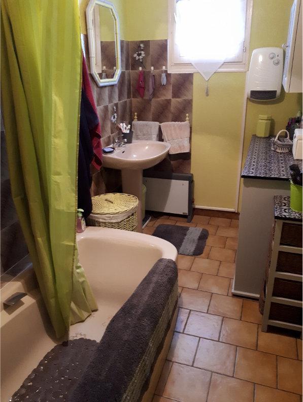 Photo d'une salle de bain avant travaux de rénovation