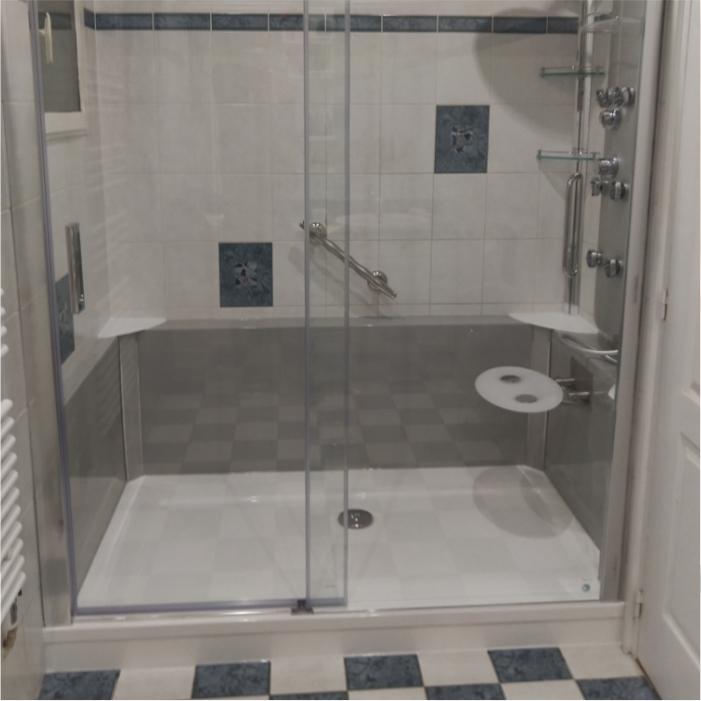 Photo de salle de bain rénovée; remplacement d'une baignoire par uen douceh