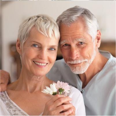 Couple de personnes âgées