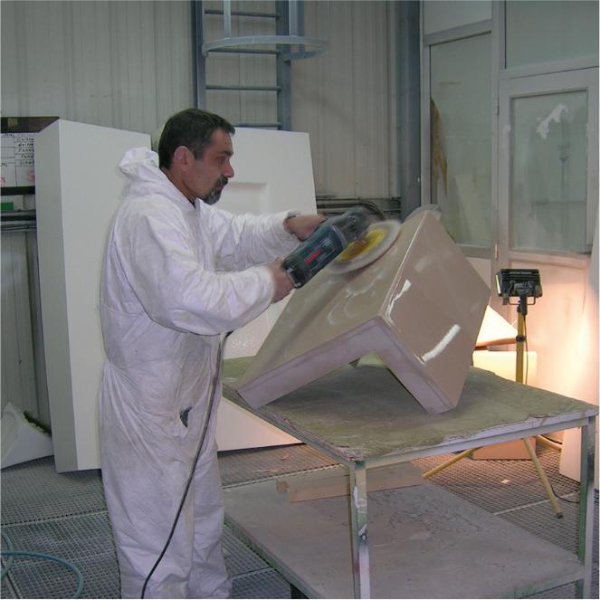 Ponçage d'un élément en fibre de verre