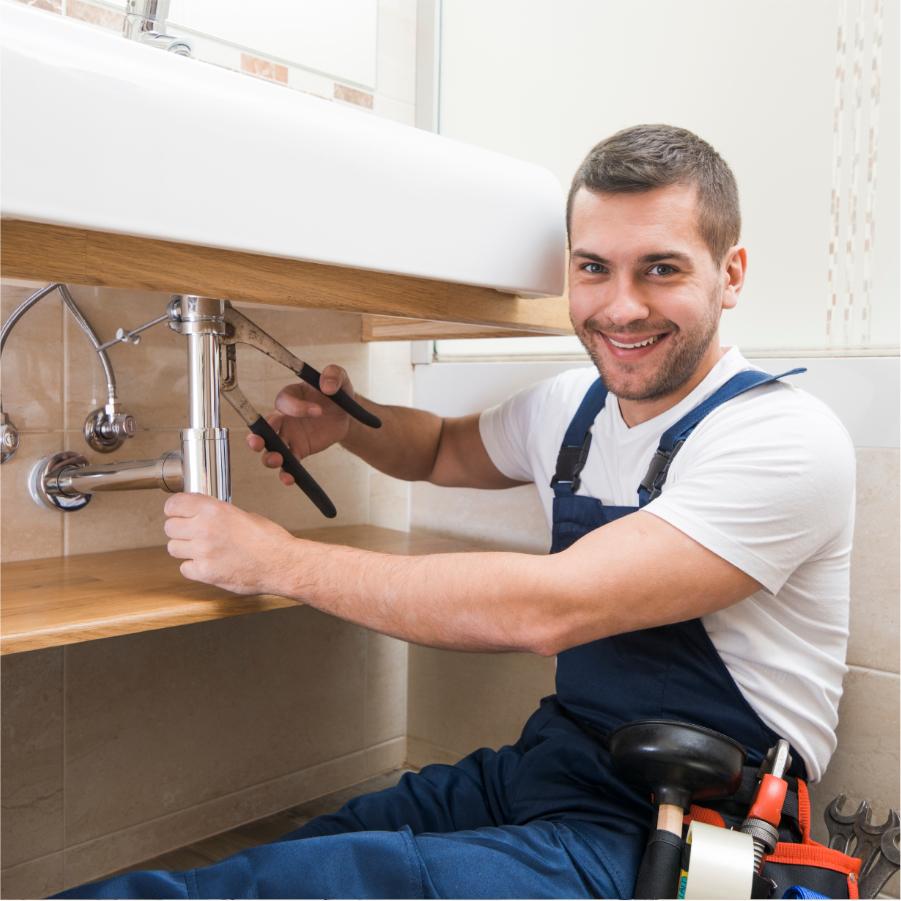 Installateur d'easy Shower en action