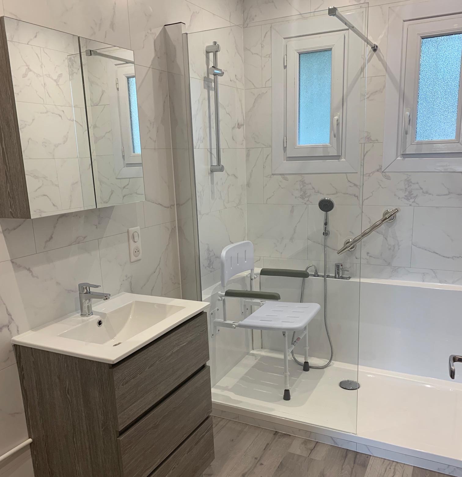 Siège de douche avec accoudoir